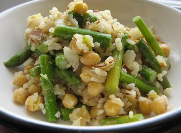 Super-Quick Brown Rice With Asparagus, Chickpeas, and Almonds
