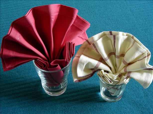 Serviette/Napkin Folding, Simple Fan Variation 2