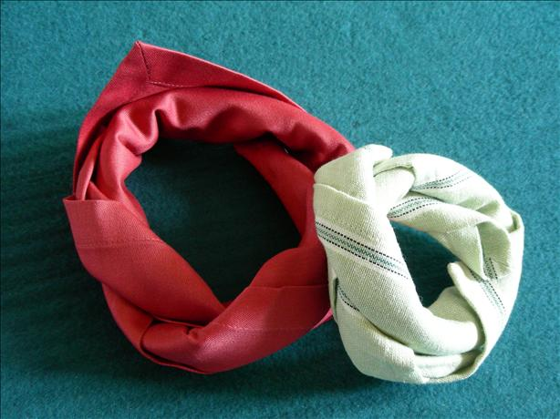 Serviette/Napkin Folding, Tied in a Knot - Variation