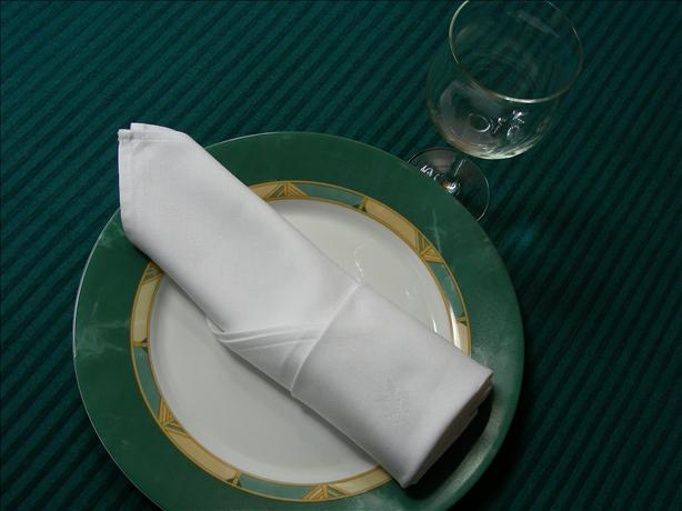Serviette/Napkin Folding,, a Simple Elegant Cylinder