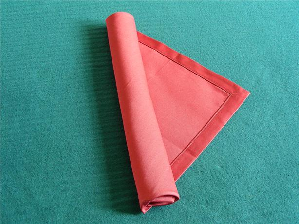 Serviette/Napkin Folding, Elegant Basic Roll Variation