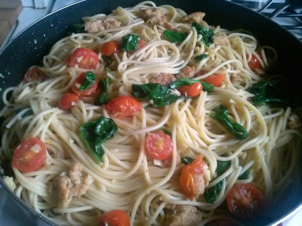 Spaghetti With Chicken Sausage, Spinach, and Grape Tomatoes
