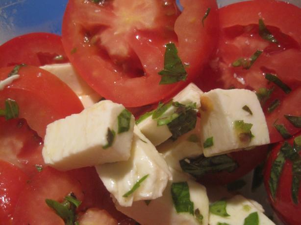 Bandoora- Fresh Tomato/Basil Salad