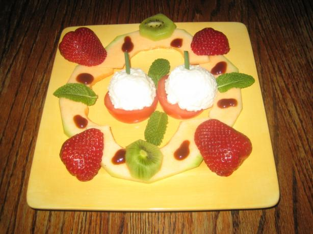 Cottage Cheese and Fresh Fruit Plate
