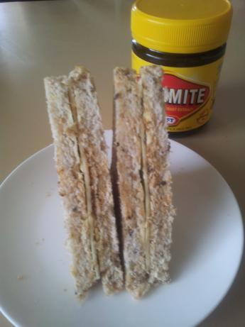 Vegemite Sandwich Tradional (Veggie Sanger)