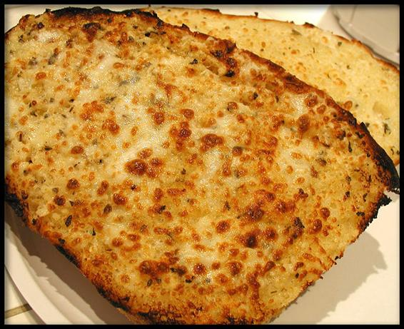 Toasted Garlic-Mozzarella Bread Slices