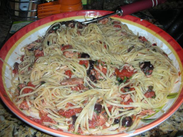 Pasta With Tuna, Tomatoes, Garlic, Capers and Olives