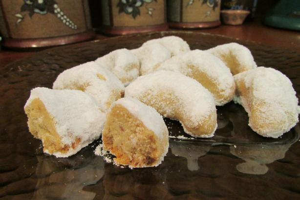 Almond Crescents (Kourabiedes)