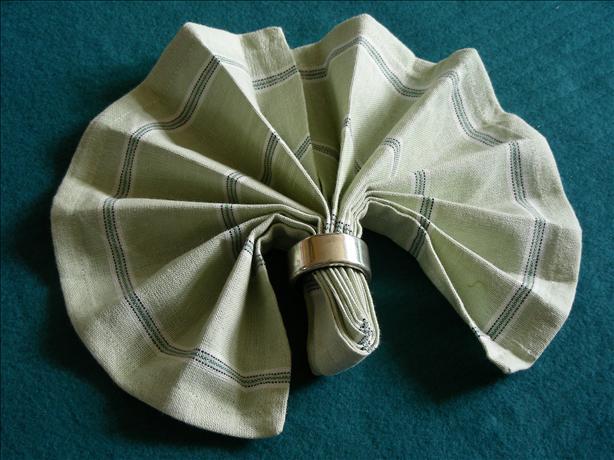 Serviette/Napkin Folding, Simple Fan Variation