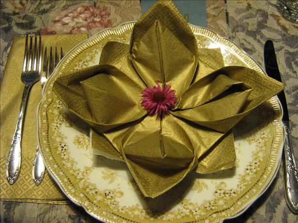 Serviette/Napkin Folding, Marie's Lily Pad Variation, Lotus