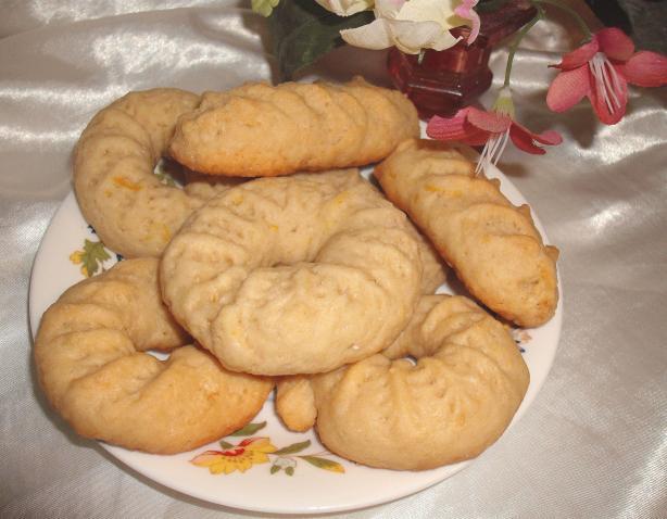 Algerian Helouwa Ta'aba (Lemon or Sesame Cookies)