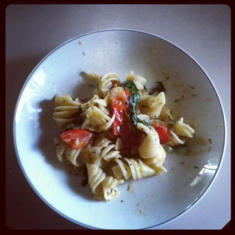 Pasta With Tomato, Spinach, and Mozzarella