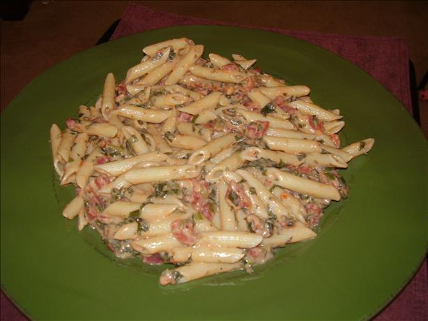 EASY! Penne with chicken, spinach and tomato Alfredo (soooo good!)