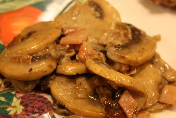 Sauted Mushrooms in Cream Sauce (German Style)