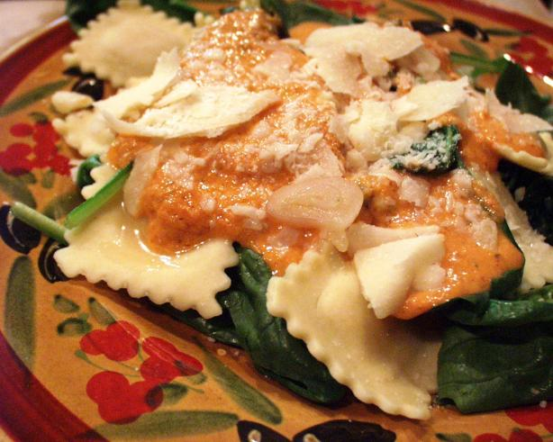 Spinach- Ravioli Salad With Olive Oil Tomato Vinaigrette