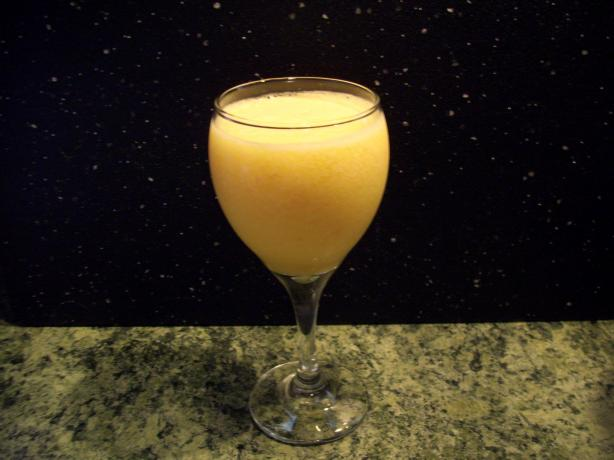 Peachy Cantaloupe Smoothie