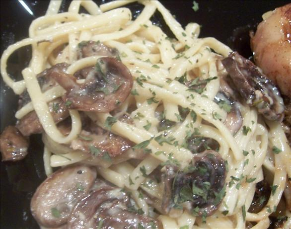 Linguine With Mushrooms and Garlic Cream Sauce