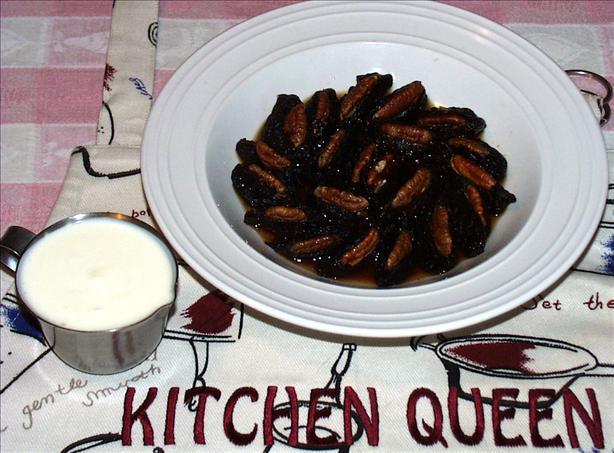 Aracia Mahshia-Bil-Goz (Walnut-Stuffed Prunes)
