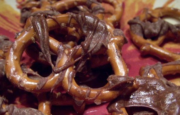 Super Simple Chocolate Covered Pretzels