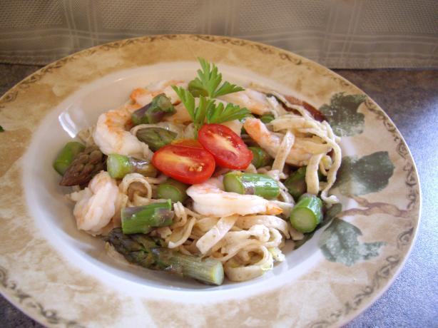 Fettuccine With Asparagus and Shrimp