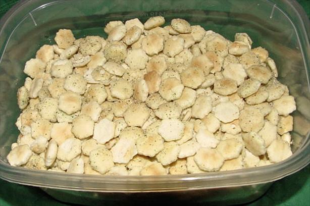 Quick Cheesy Oyster Cracker Snacks