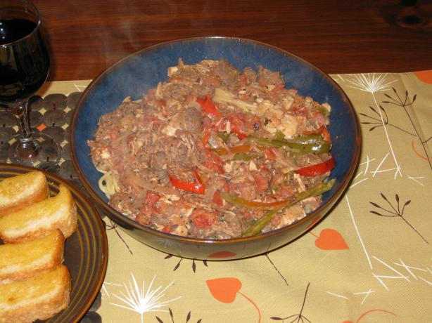 Spaghetti Con Pollo, Salsiccia, E Peperone