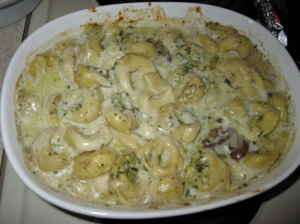 Tortellini Alfredo With Broccoli & Mushroom