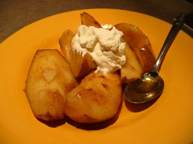 Baked A'nju Pears in Butterscotch Schnapps Sauce