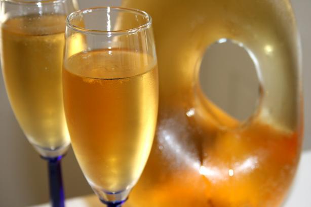 Apfelsaftschorle (Sparkling Apple Juice - Homemade)