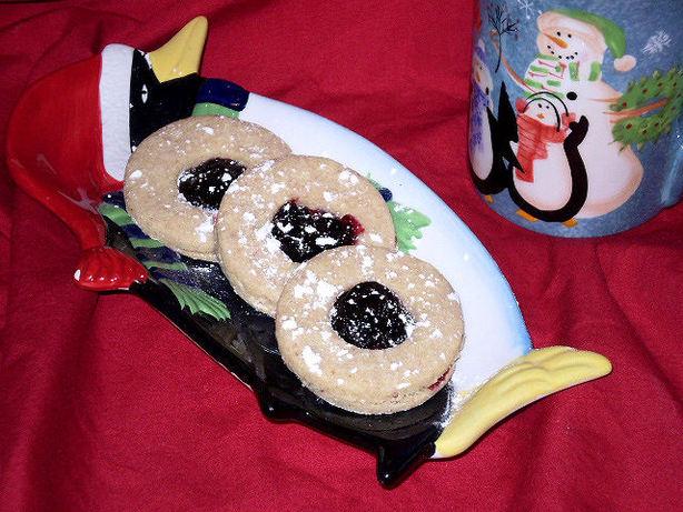 Linzer Augen (Linzer Eyes Aka Linzer Tarts or Linzer Cookies)