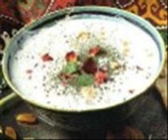 Persian Cucumber Yogurt (Maast-O Khiyaar)