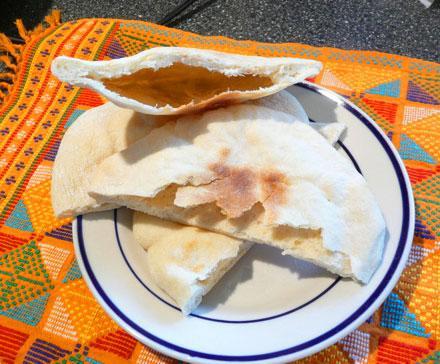 Khubz 'aadi (Pita Bread)