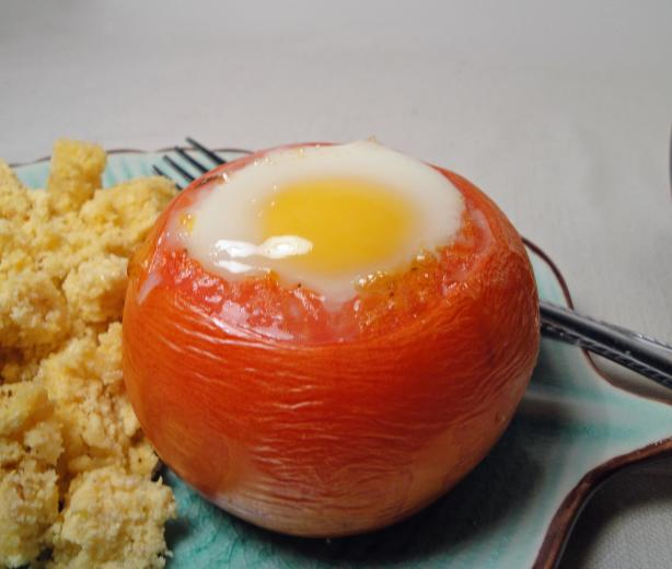 Fried Eggs in Tomatoes