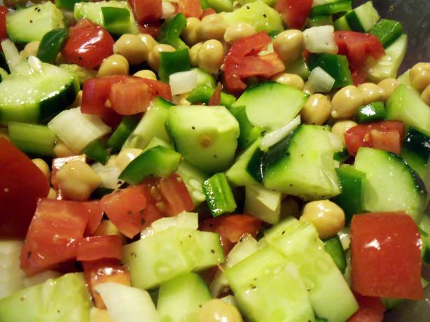 Israeli Chickpea Salad