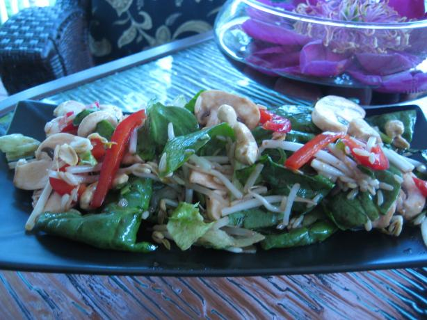 Spinach Salad With Cashews & Bean Sprouts