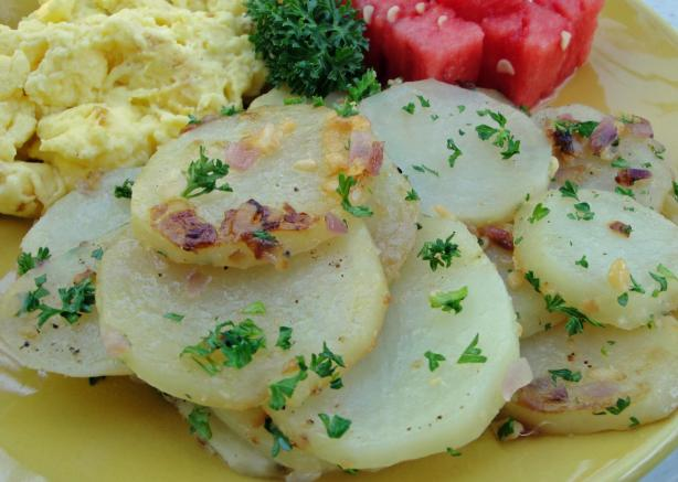 Patatas a Lo Pobre - Potatoes With Onion and Parsley - Spain