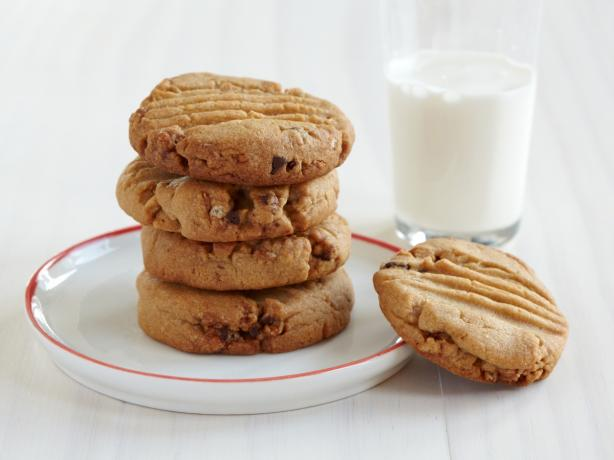 Chewy Granola Peanut Butter Cookies