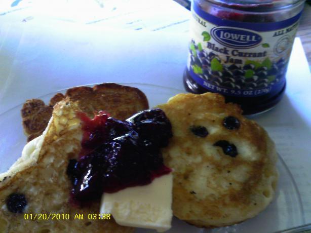 Tiganites Me Stafithes: Sugared Raisin Pancakes