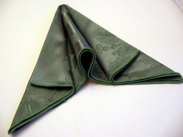 Serviette/Napkin Folding, Arrow Fold.