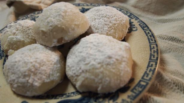 KOURABIETHES – GREEK BUTTER COOKIES