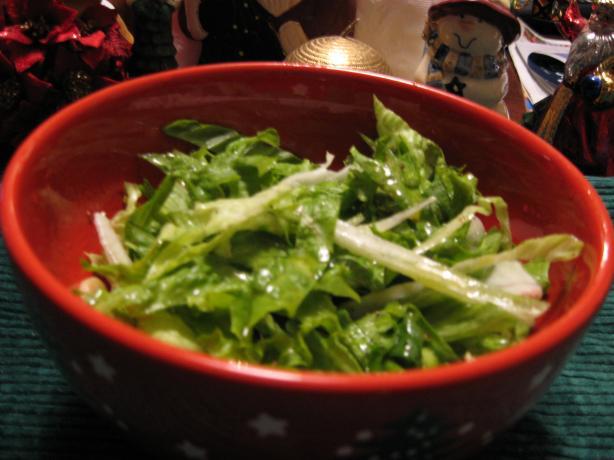 Maroulosalata (Classic Greek Lettuce Salad)
