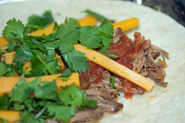 5 Ingredients Slow Cooker Beef Burritos
