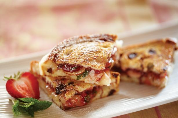 Strawberry Almond and Brie Grilled Sandwiches