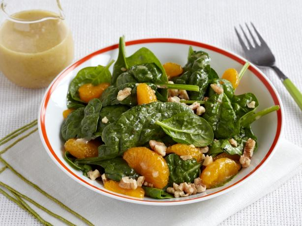 Spinach Salad With Mandarin Oranges and Walnuts