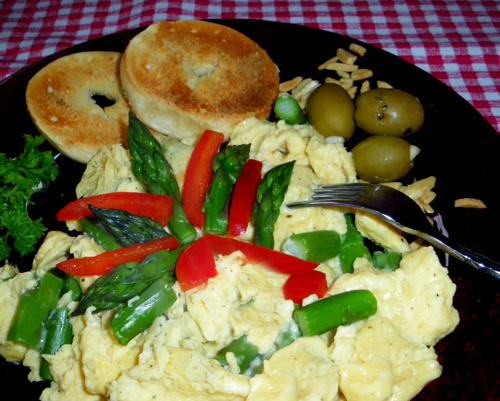 Spanish Scrambled Eggs With Pimenton and Asparagus