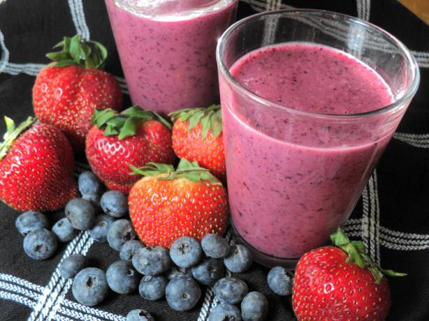 Frozen Berry and Pineapple Smoothie