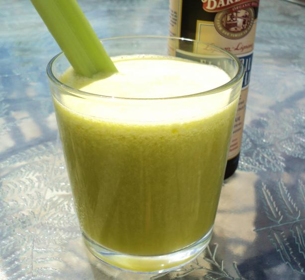Pineapple, Ginger, Celery and Flax Juice (For the Juicer)