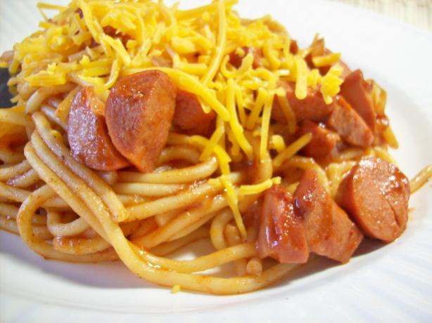 Chili Spaghetti With Hot Dogs