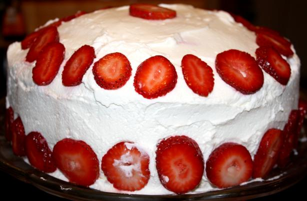 Easy Dreamy Strawberry Cream Cake
