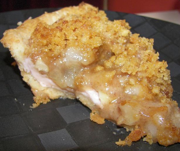 Apple-Pear Crumble Pie